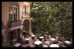 Muro verde dentro del Hotel Pershing Hall en París