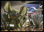 """Stitch """"muerto de risa"""" Topiario en Epcot (World Disney en los EE.UU.)"""